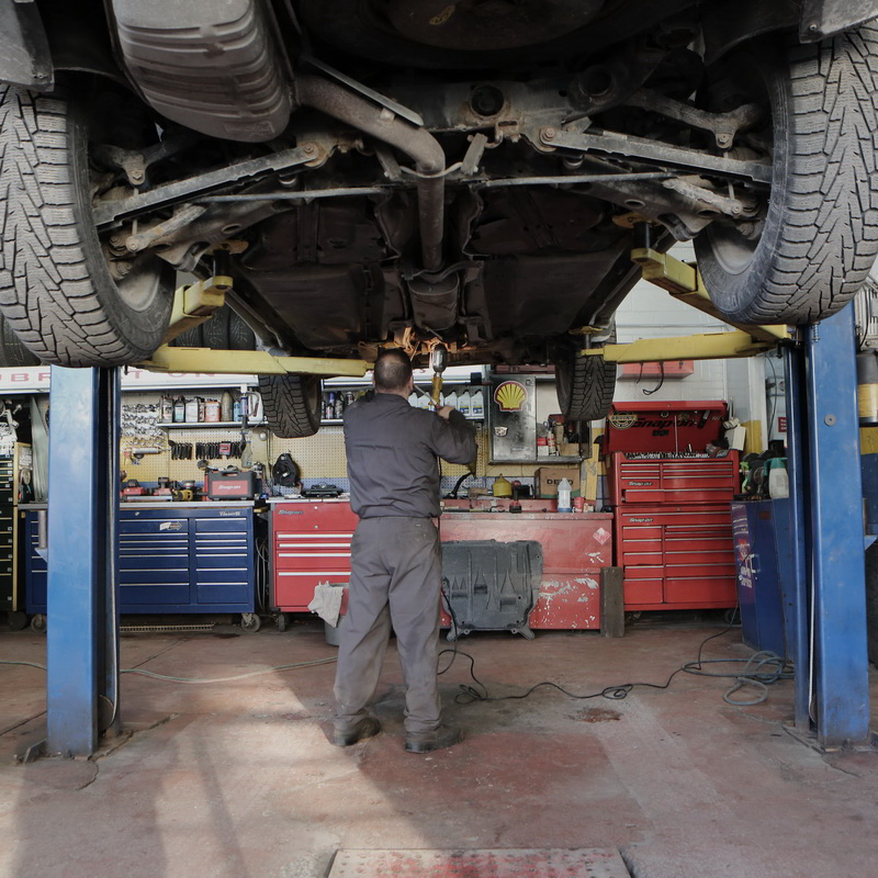 Profesionalna avtomehanika avtoservis